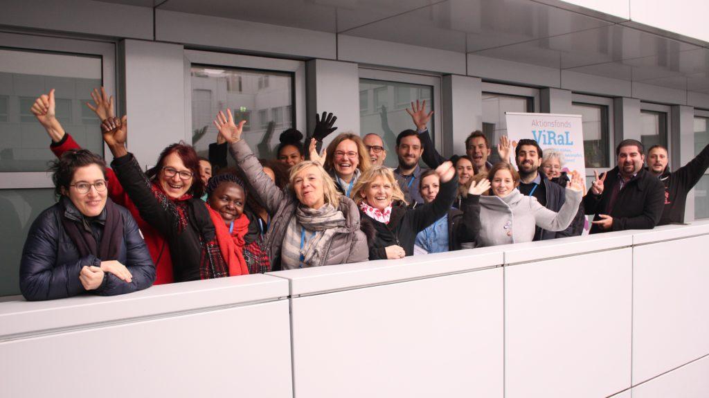 #ViRaLfonds Gruppenfoto 10 Projektträger*innen